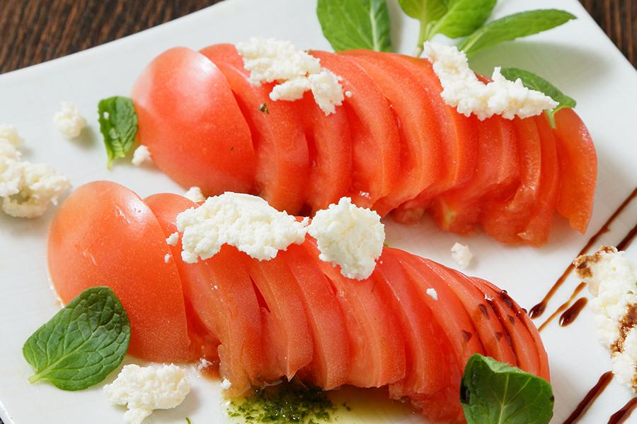 北海道リコッタチーズとトマトのカプレーゼサラダ